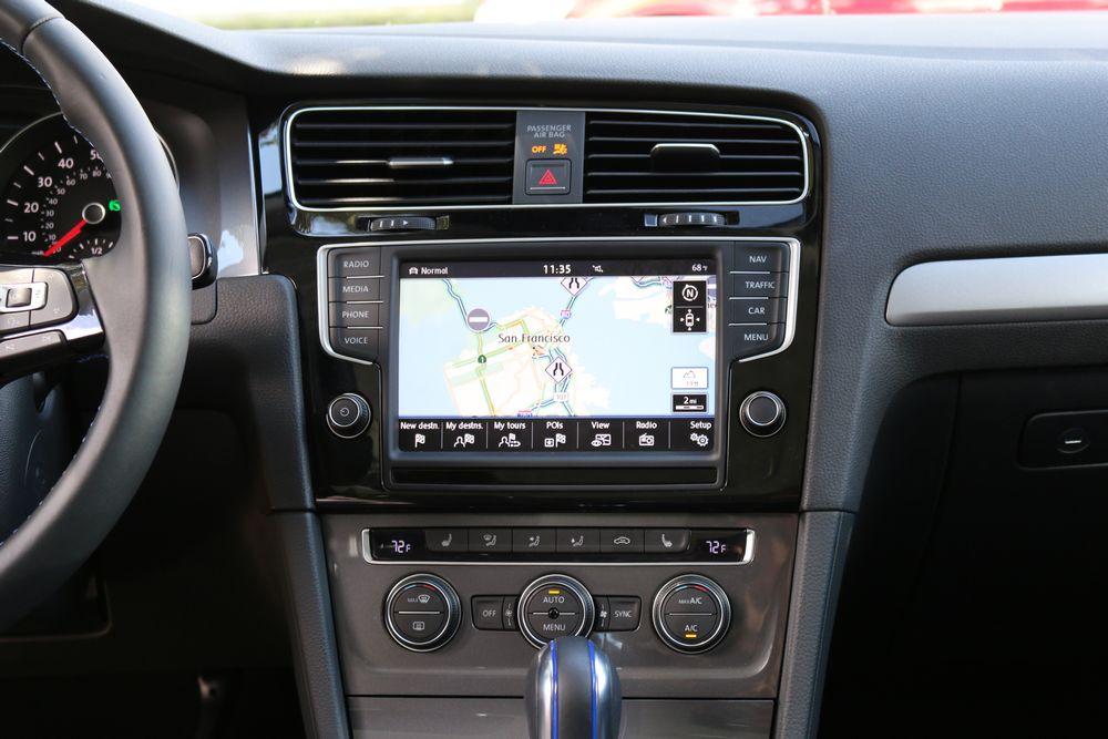 Τα συστήματα infotainment αποτελούν σημαντικό κριτήριο πλέον για την επιλογή ενός αυτοκινήτου.