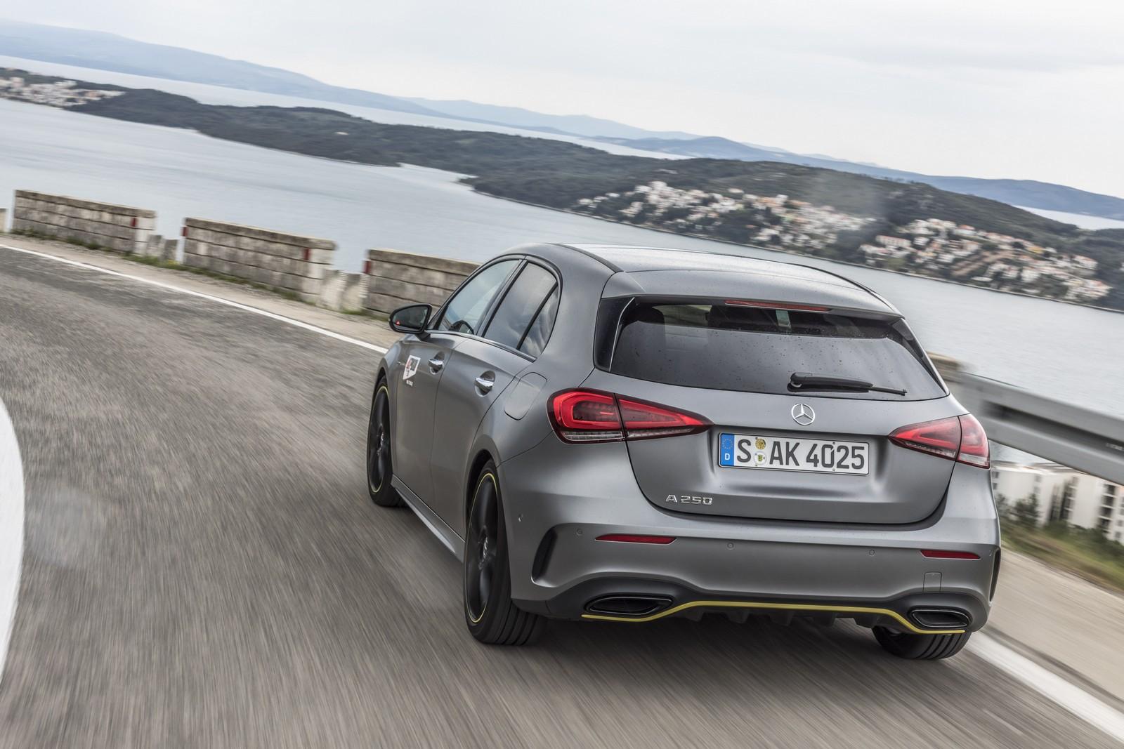Μεγάλα περιθώρια πρόσφυσης, εντυπωσιακή ποιότητα κύλισης για τη νέα Mercedes A-Class.