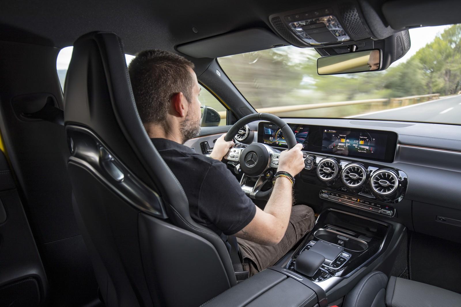 Mercedes-AMG A 35 και Μανώλης Σαλούρος