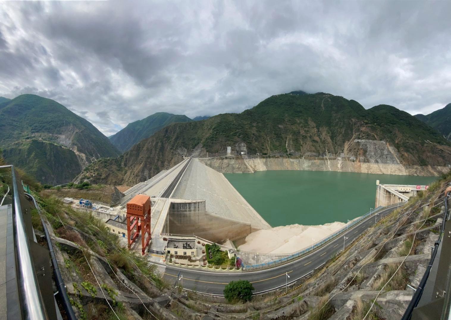 Hydropower_station_dam_in_Chengdu