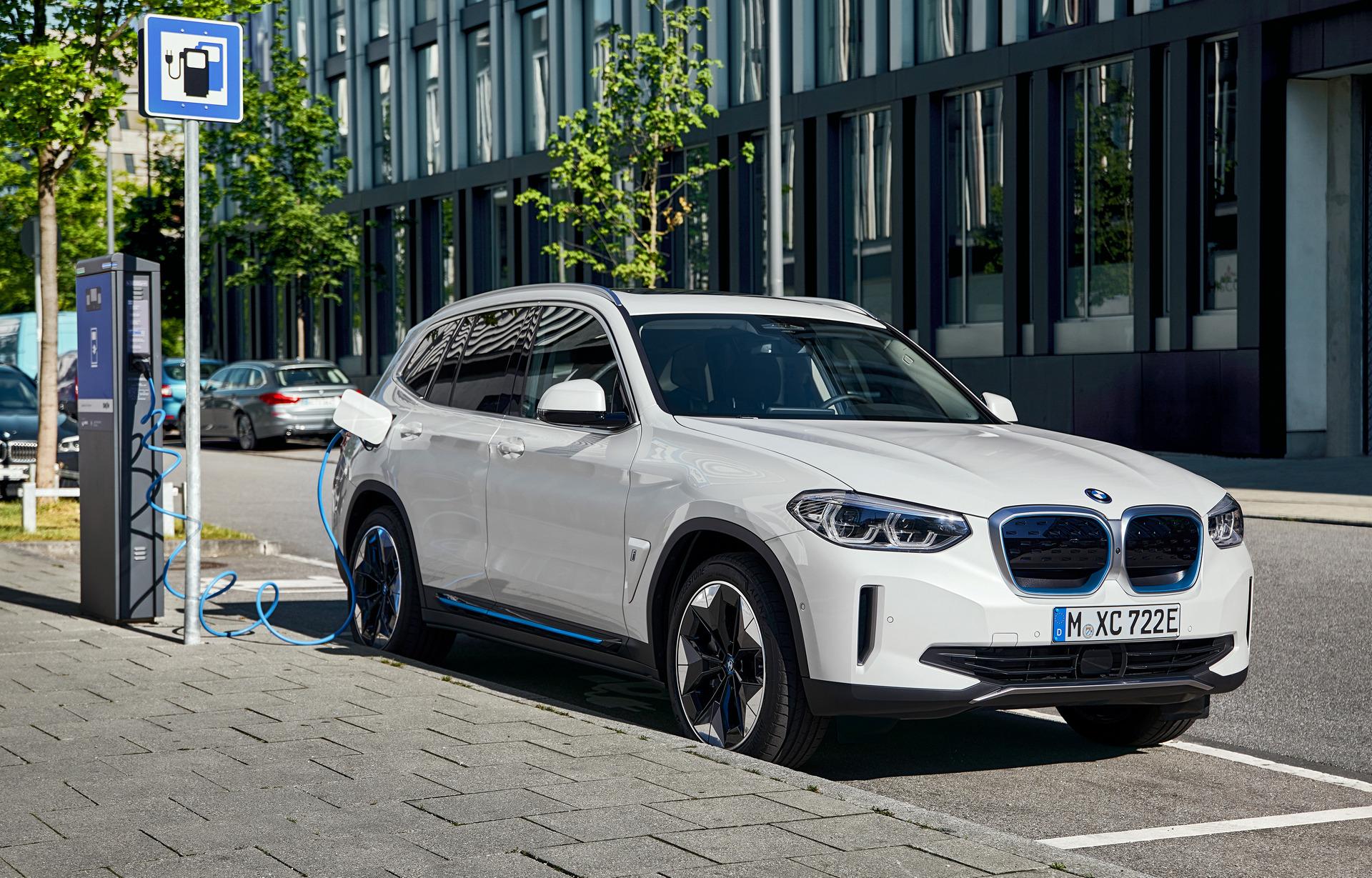 Επίσημη πρεμιέρα για την ηλεκτρική BMW iX3