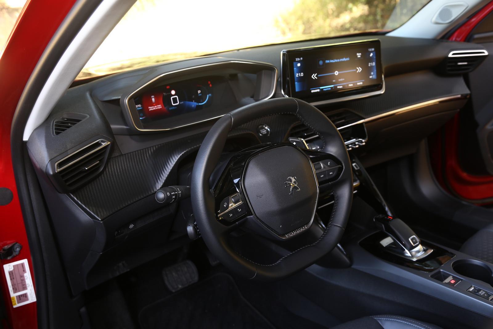 Peugeot 2008 - Toyota C-HR