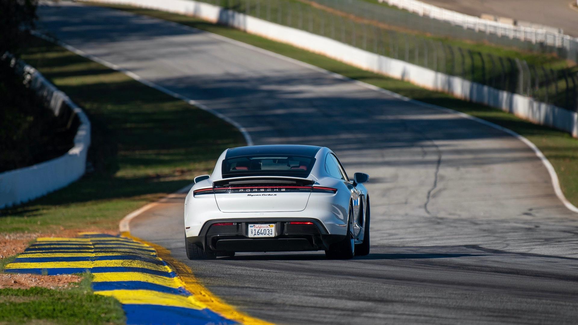 Οδικό Road Atlanta για την Porsche Taycan