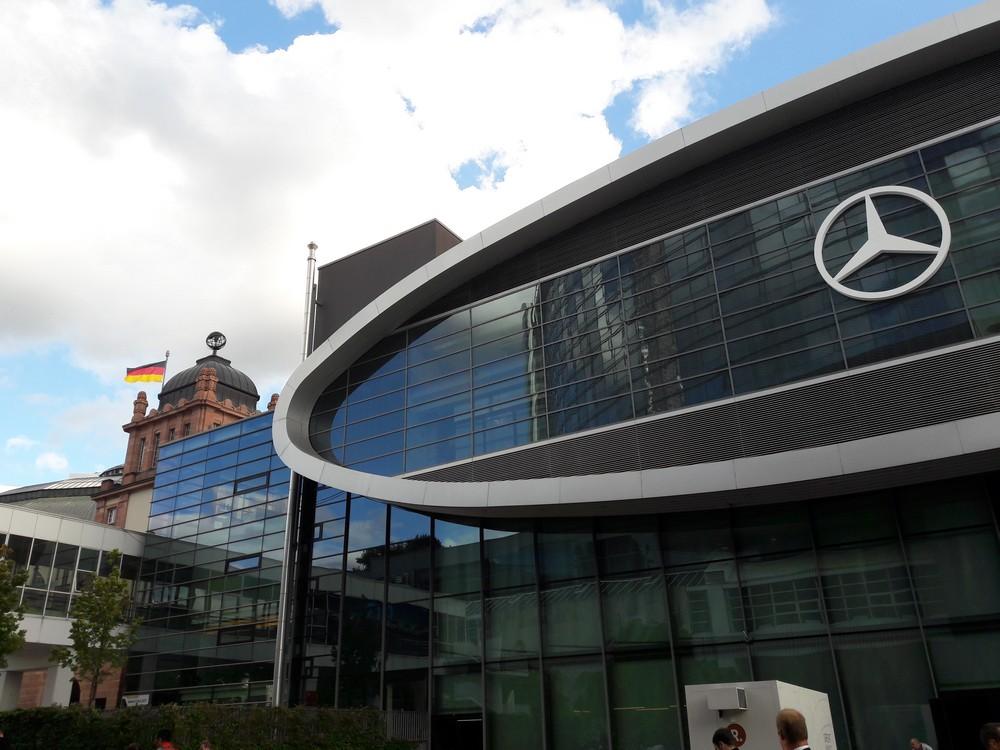 Το ιστορικό κτίριο της έκθεσης καταλαμβάνεται σήμερα μόνο από τα εκθέματα της Mercedes.