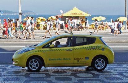 ένα-nissan-leaf-διανύει-στην-ισπανία-ως-ταξί-350-000-χλ-38220