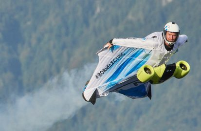 ηλεκτρικό-wingsuit-από-την-bmw-i-video-45151