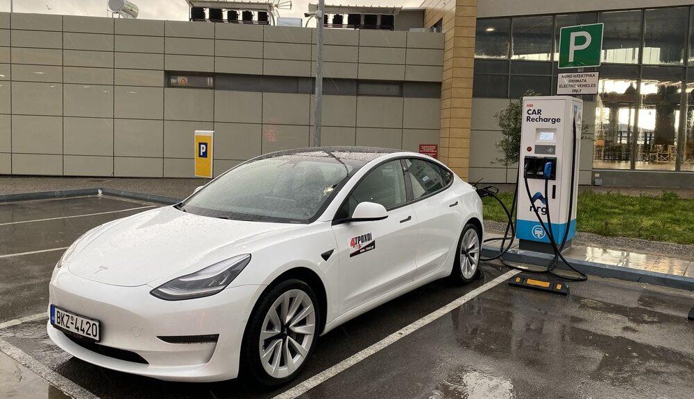 Δημόσια φόρτιση ηλεκτρικών αυτοκινήτων