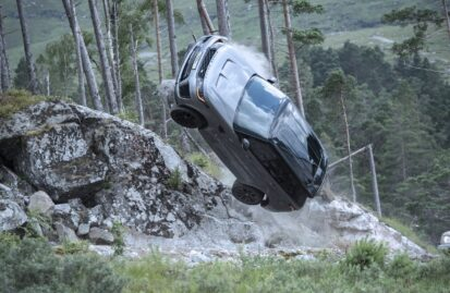 Καταδίωξη με δύο Land Rover Sport SVR στην ταινία «No Time To Die» (video)